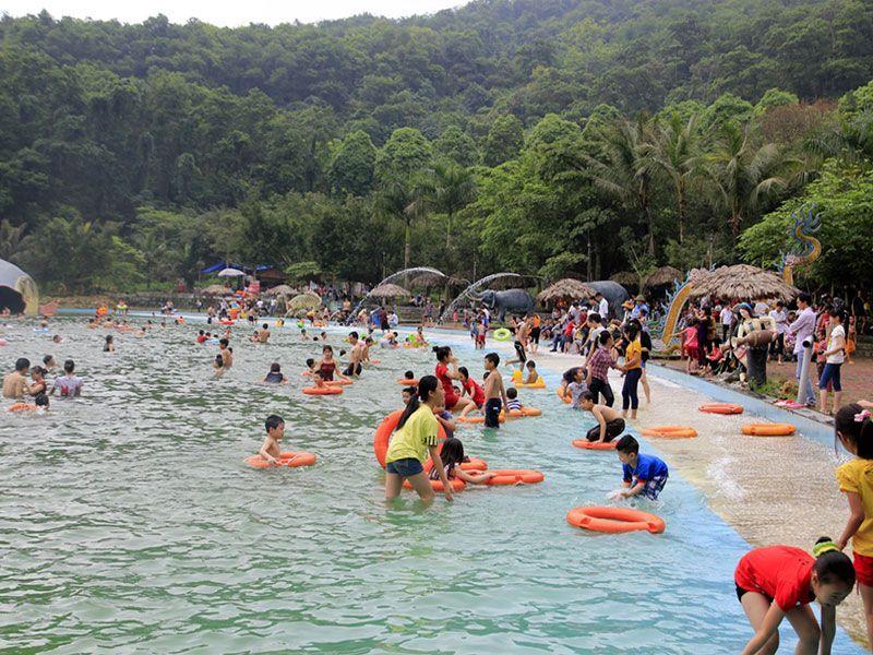 Khoang Xanh thu hút được rất nhiều du khách  - Dichvuhay.vn
